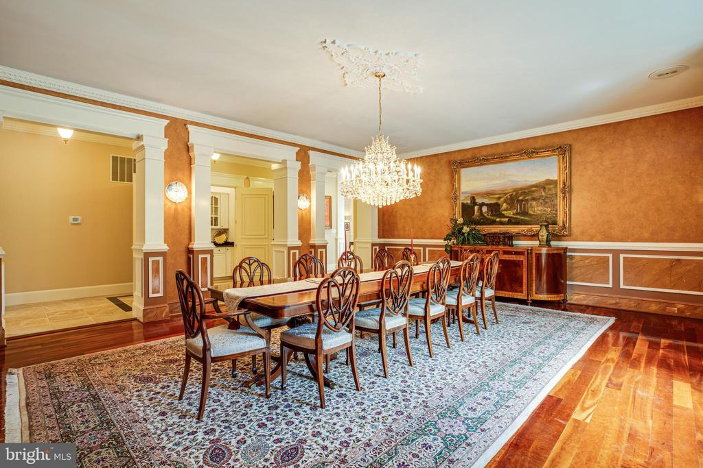 Dining Room SOLID CRYSTAL CHANDELIER - 11510 BALDY EWELL WAY, SPOTSYLVANIA