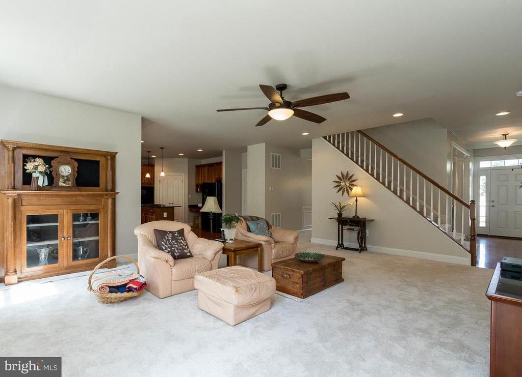 Family Room w/Ceiling Fan Looking to Staircase - 8637 CHANGING LEAF TER, BRISTOW