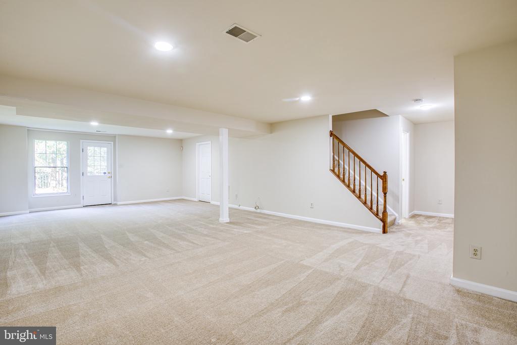 Finished basement rec-room - 8 JONQUIL PL, STAFFORD