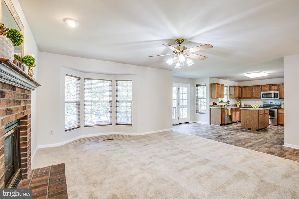 Family Room with Bay Window - 8 JONQUIL PL, STAFFORD