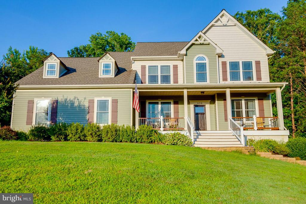 Bring your Rocking Chairs, the View is Beautiful - 838 HARTWOOD RD, FREDERICKSBURG