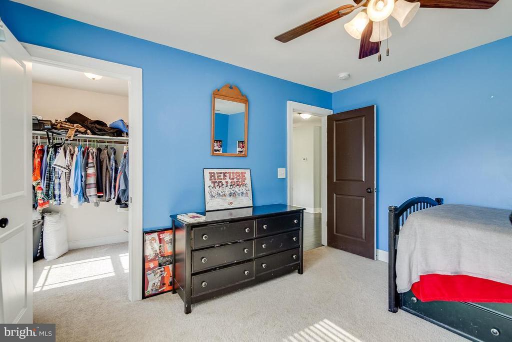 Bedroom 3 with walk in closet - 838 HARTWOOD RD, FREDERICKSBURG