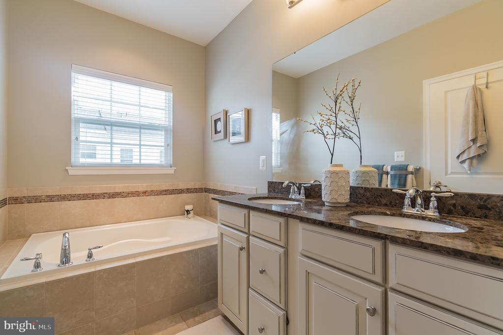 Master Bathroom features separate Tub and Shower - 1791 ROCKLEDGE TER, WOODBRIDGE