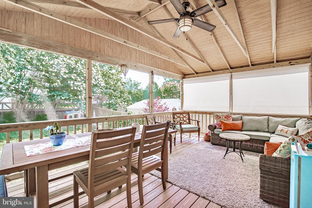Relaxing screened in porch w/ceiling fan - 11 CANDLERIDGE CT, STAFFORD