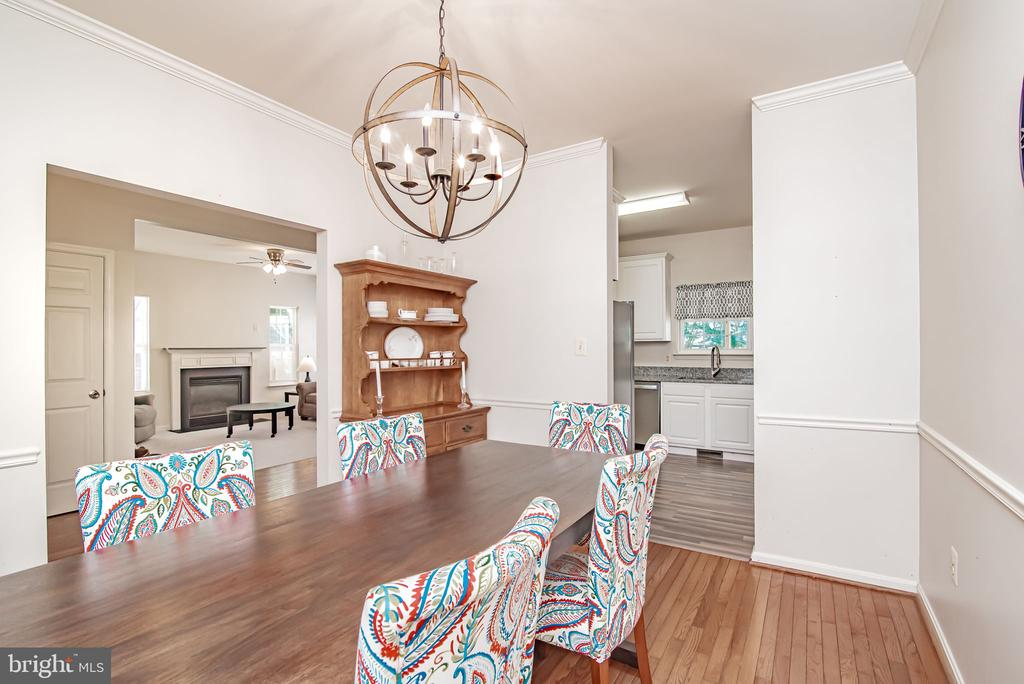 stunning dining room just off of kitchen - 11 CANDLERIDGE CT, STAFFORD