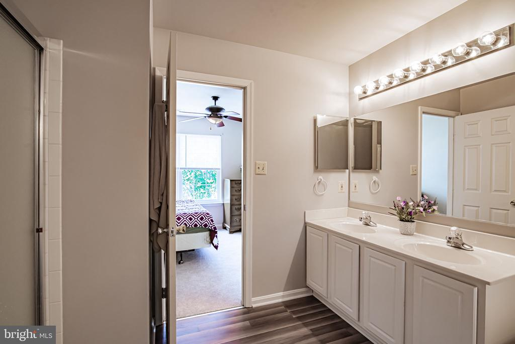 Brand new laminate floors in master bath as well! - 11 CANDLERIDGE CT, STAFFORD