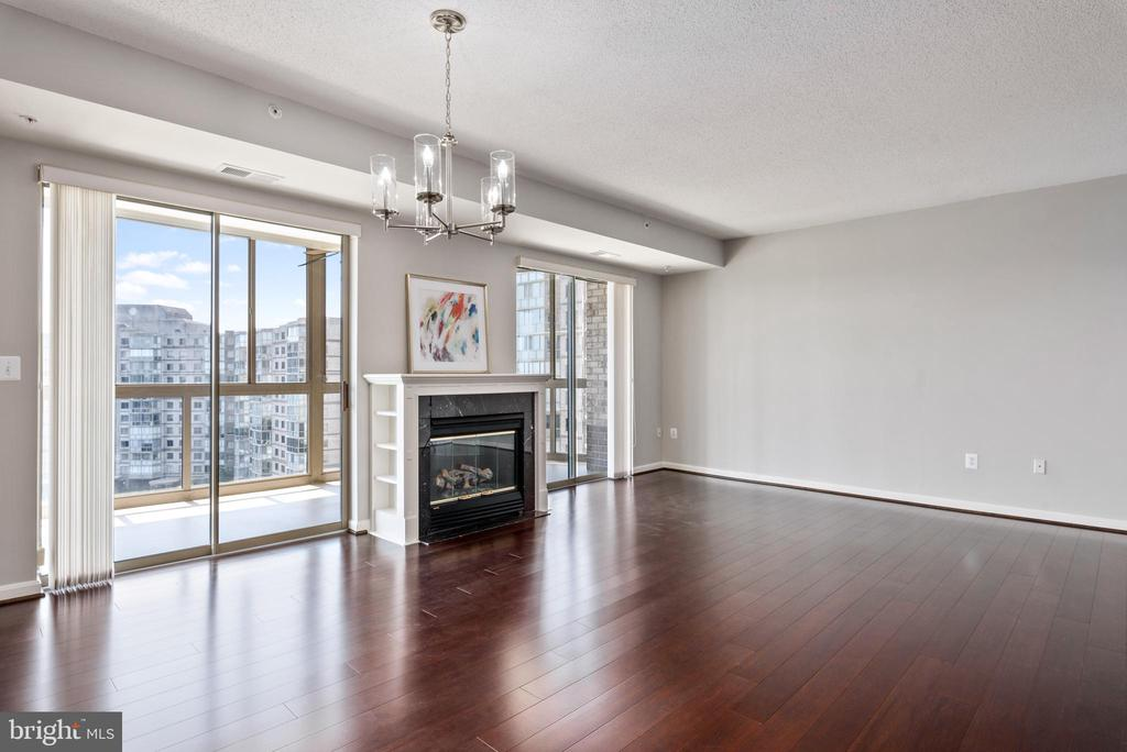 New Bamboo flooring and lovely fireplace - 19365 CYPRESS RIDGE TER #715, LEESBURG