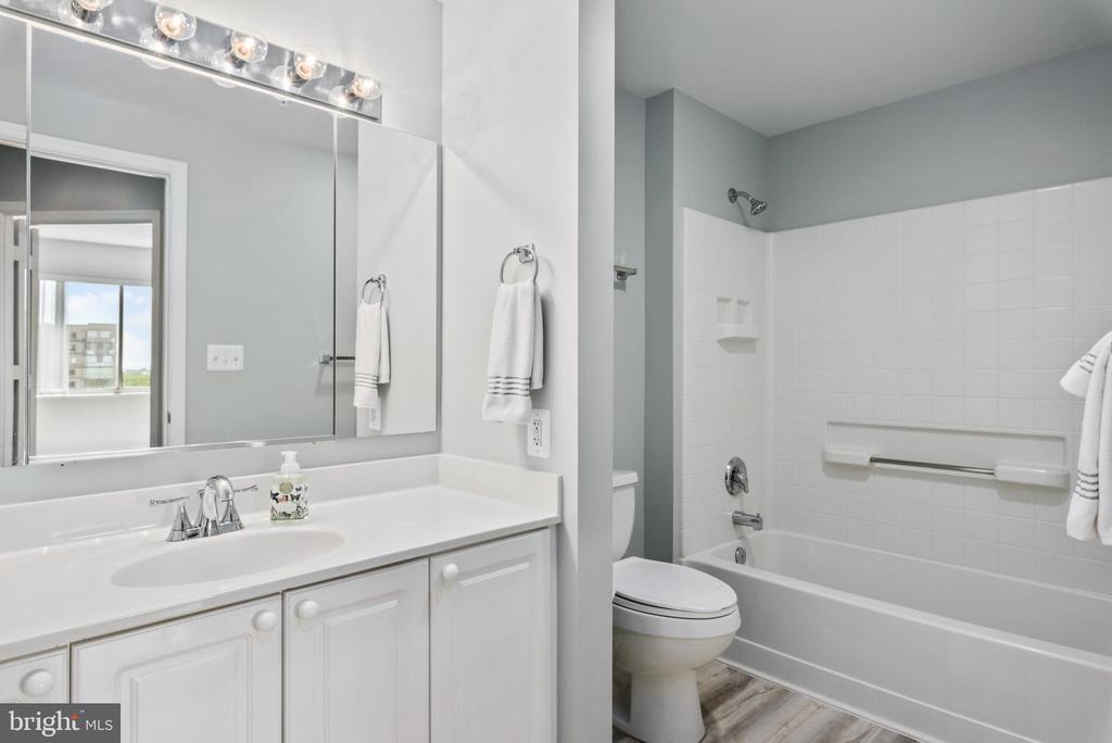 Bathroom 2 - 19365 CYPRESS RIDGE TER #715, LEESBURG