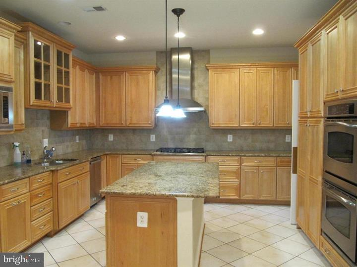 Large Gourmet Kitchen - 24907 PINEBROOK RD, CHANTILLY