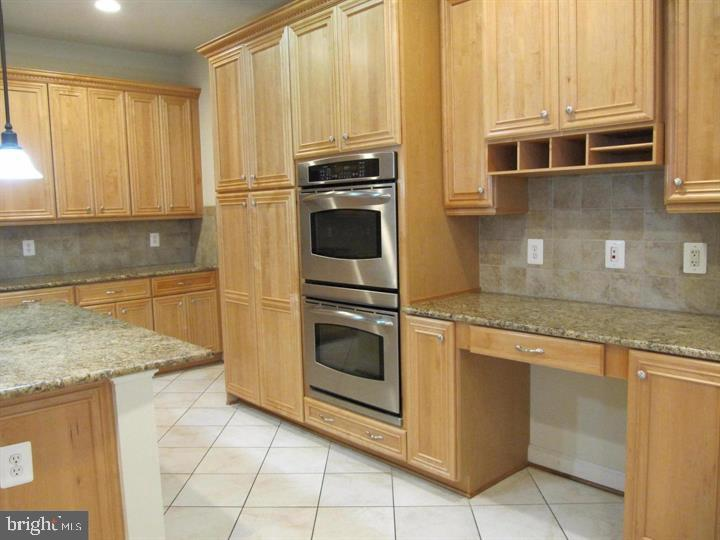 Kitchen opens to kitchenette area and living room - 24907 PINEBROOK RD, CHANTILLY