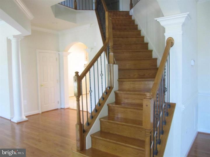 Stairways leading up to Bedrooms - 24907 PINEBROOK RD, CHANTILLY