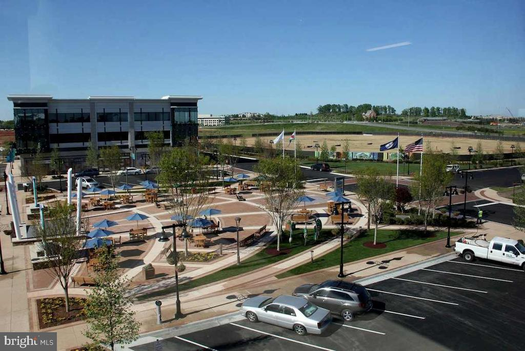Large Plaza with Outdoor Seating, Fountain - 20660 EXCHANGE ST, ASHBURN