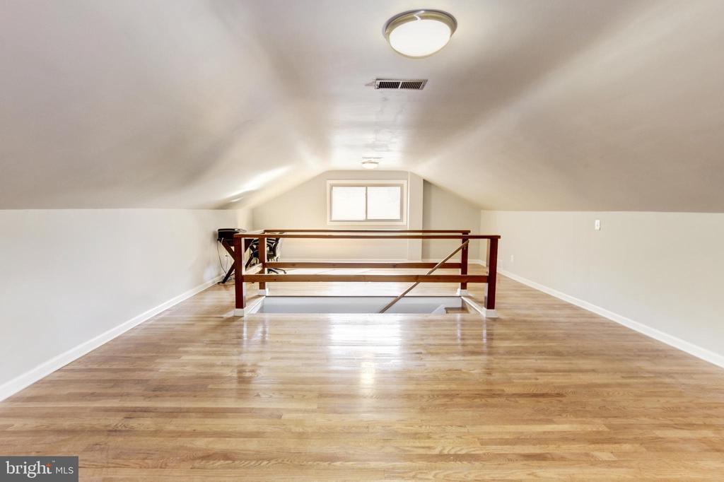 Large open top floor. - 7225 WESTERN AVE NW, WASHINGTON