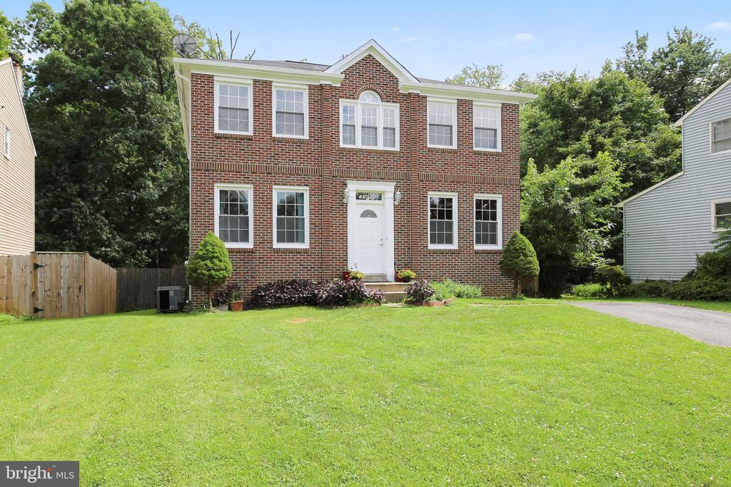 Exterior Brick , walkway & driveway - 17605 SILVER DOLLAR CT, GAITHERSBURG