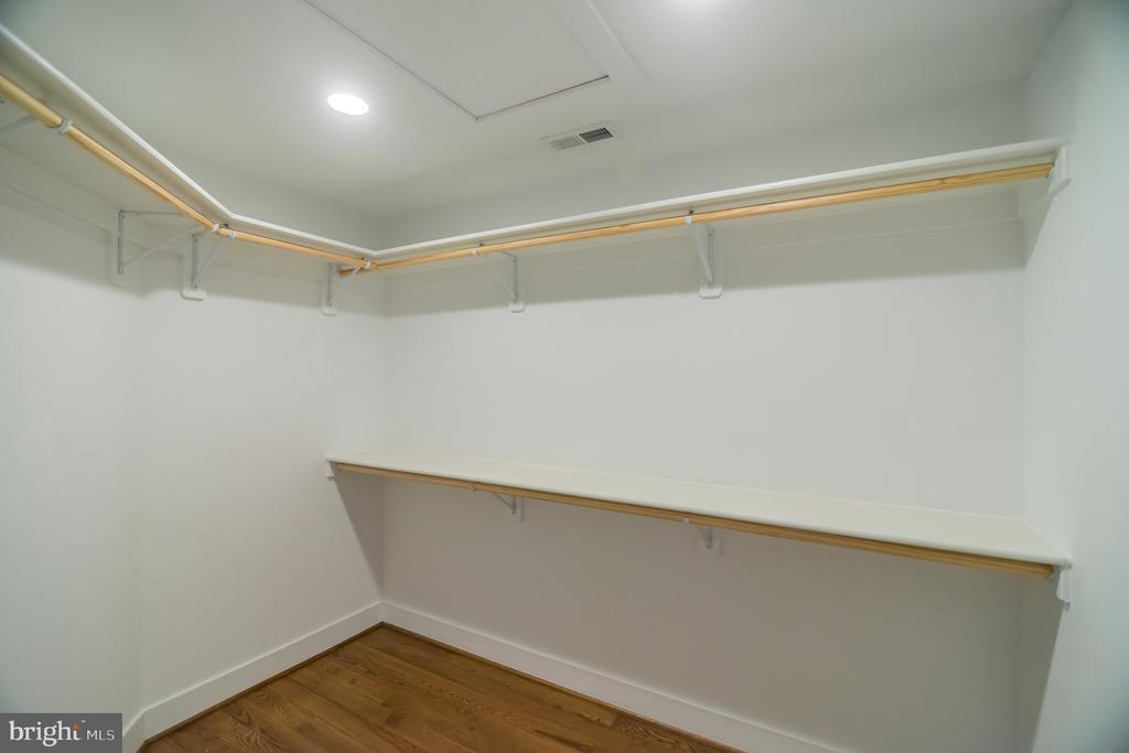 Master  Walk in closet - 6027 TULIP POPLAR CT, MANASSAS