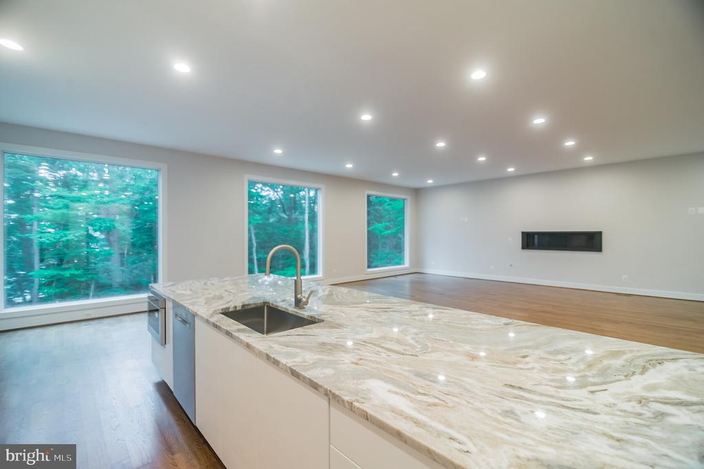 Kitchen w view of Great Rm and FPl - 6027 TULIP POPLAR CT, MANASSAS