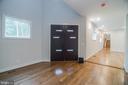 Foyer with double door - 6027 TULIP POPLAR CT, MANASSAS