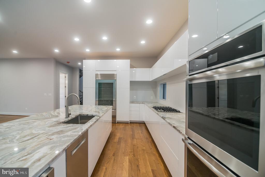 Kitchen - 6027 TULIP POPLAR CT, MANASSAS