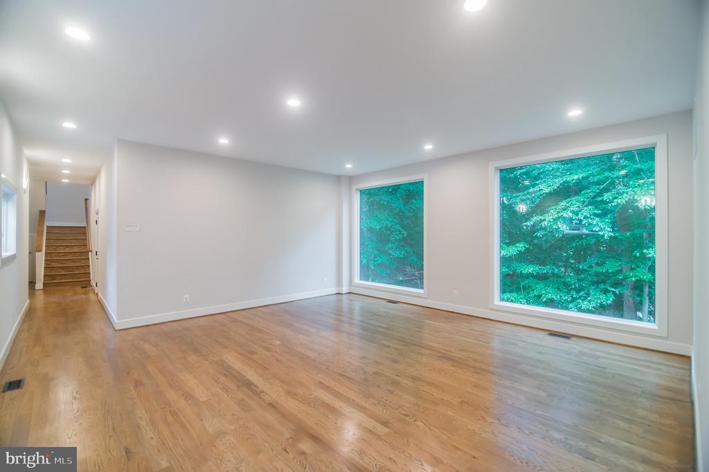 Living Room with back stairs to upstairs - 6027 TULIP POPLAR CT, MANASSAS