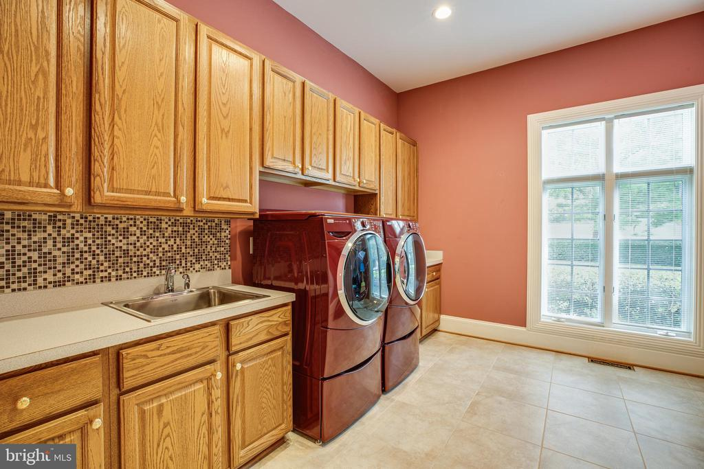 LAUNDRY ROOM ON THE MAIN - 11510 BALDY EWELL WAY, SPOTSYLVANIA