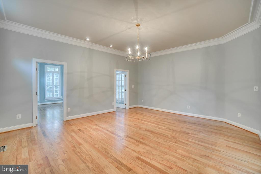 Living Room - 862 CENTRILLION DR, MCLEAN