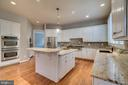 Gourmet Kitchen - 862 CENTRILLION DR, MCLEAN