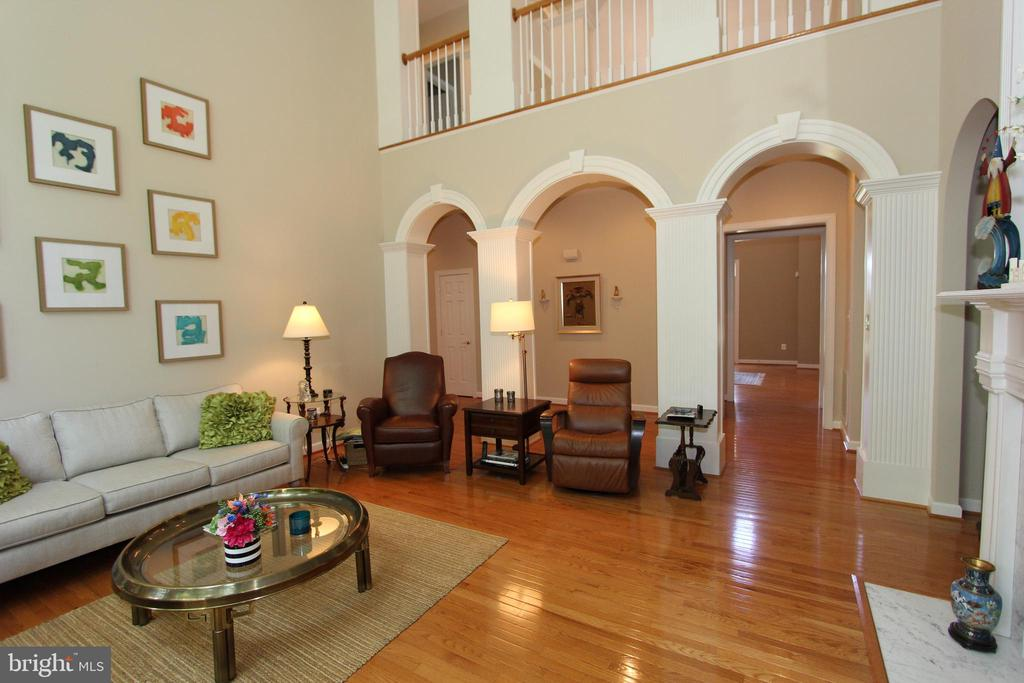 Custom arched walls - 4303 SARATOGA SPRINGS CT, MIDDLETOWN