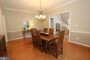 Dining room features crown moulding & chair rail - 4303 SARATOGA SPRINGS CT, MIDDLETOWN