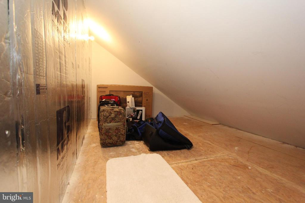 Floored attic space for luggage/seasonal clothing - 4303 SARATOGA SPRINGS CT, MIDDLETOWN