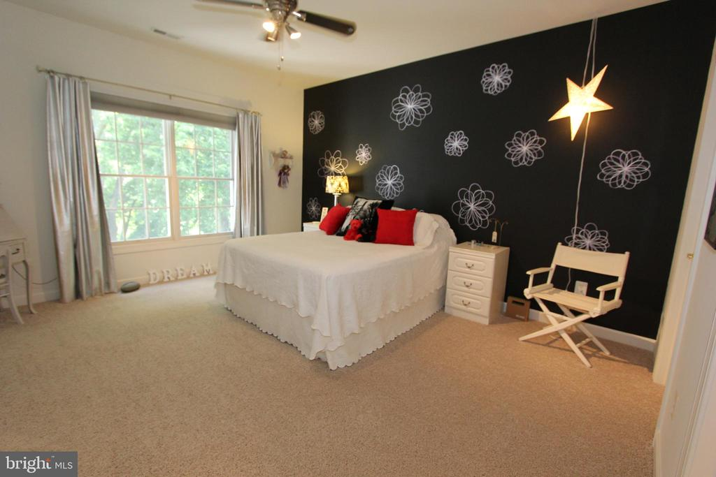 Bedroom 4 with upgraded carpet & ceiling fan - 4303 SARATOGA SPRINGS CT, MIDDLETOWN