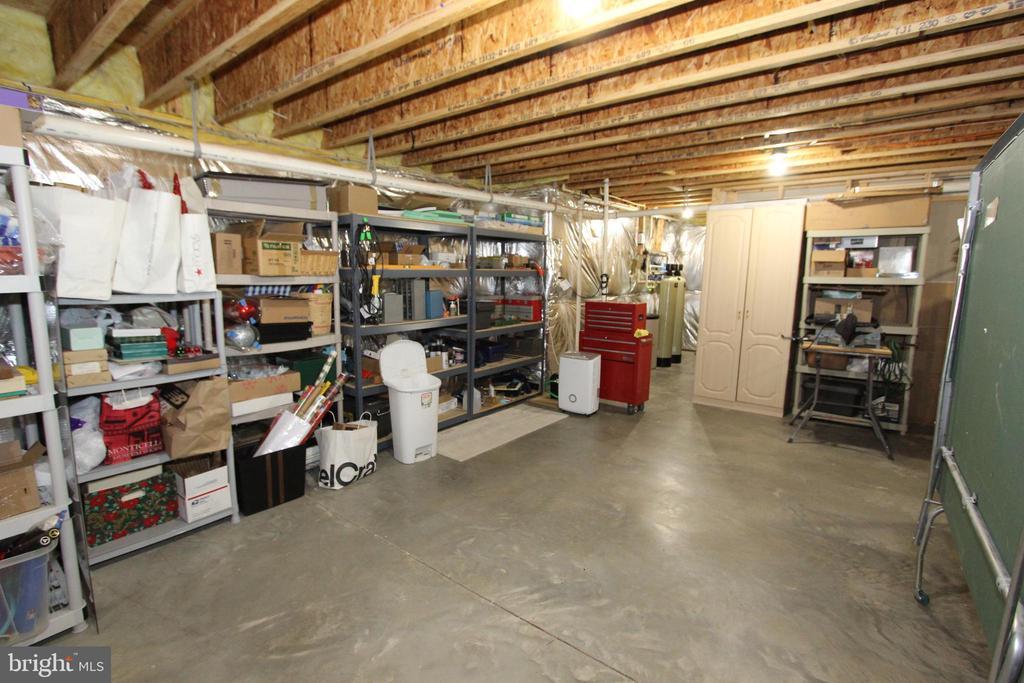 Huge unfinished lower level storage room - 4303 SARATOGA SPRINGS CT, MIDDLETOWN