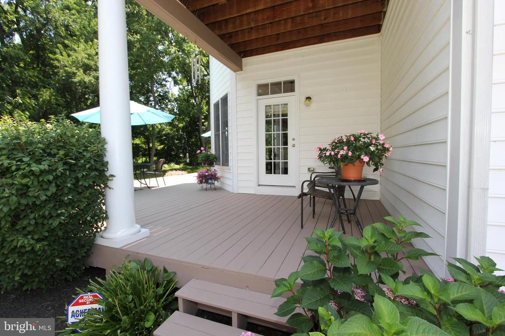 Lower deck, accessible from the breakfast room - 4303 SARATOGA SPRINGS CT, MIDDLETOWN