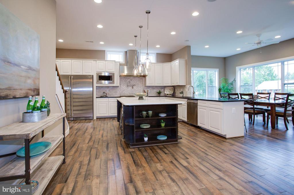 Similar to home - 1321 BANQUO CT, MCLEAN