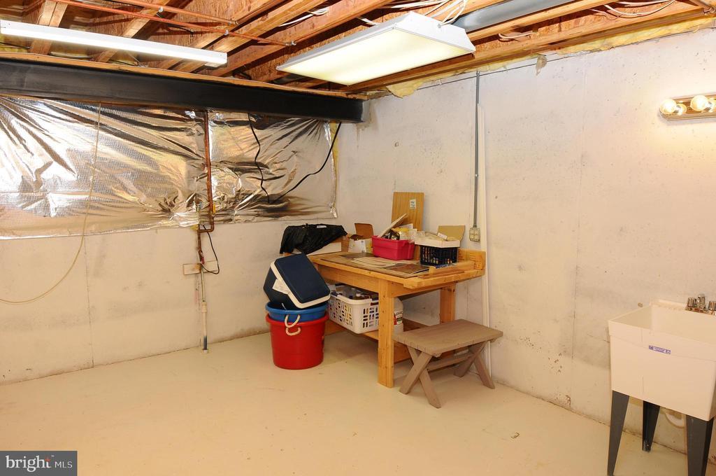 Plenty of storage in basment - 46432 MONTGOMERY PL, STERLING