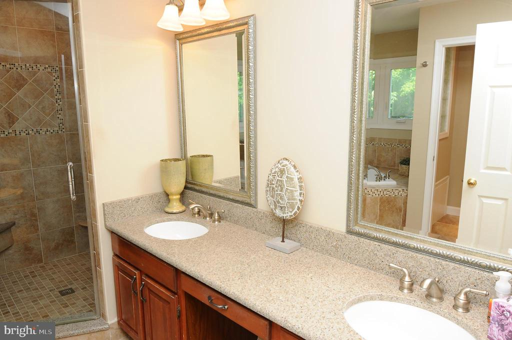 Renovated master bath with heated flooring - 46432 MONTGOMERY PL, STERLING