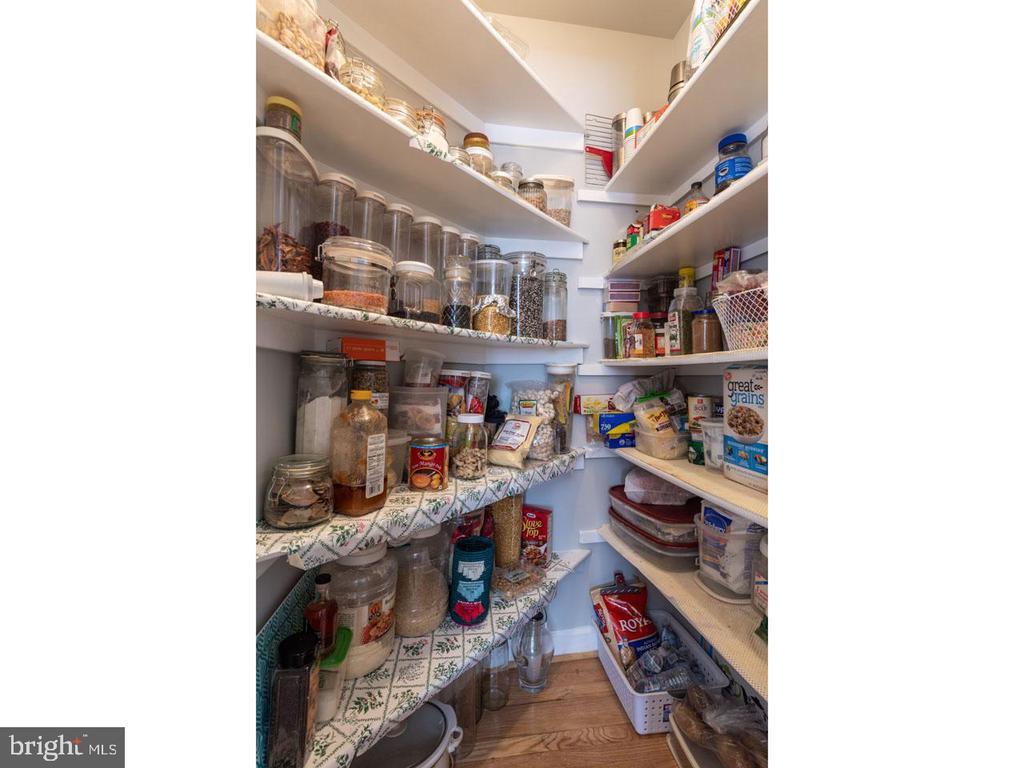 Kitchen pantry - 6912 WINTER LN, ANNANDALE