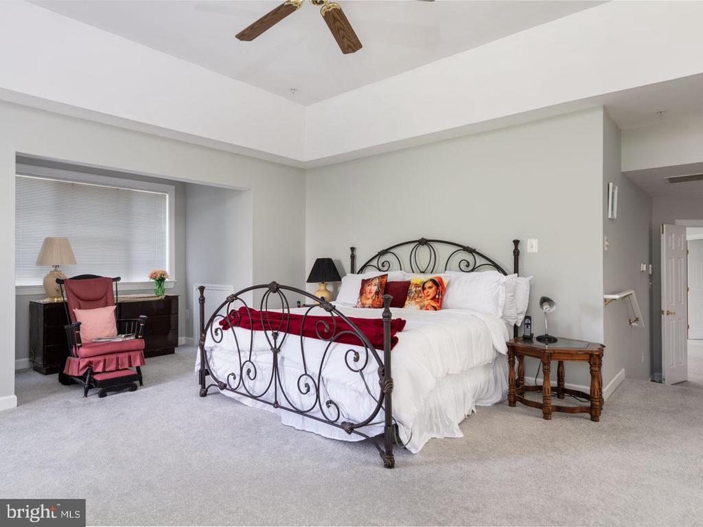 Master Bedroom - 6912 WINTER LN, ANNANDALE