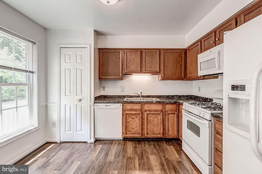 Kitchen with Newer Countertops & Microwave - 3892 MOHR OAK CT, FAIRFAX