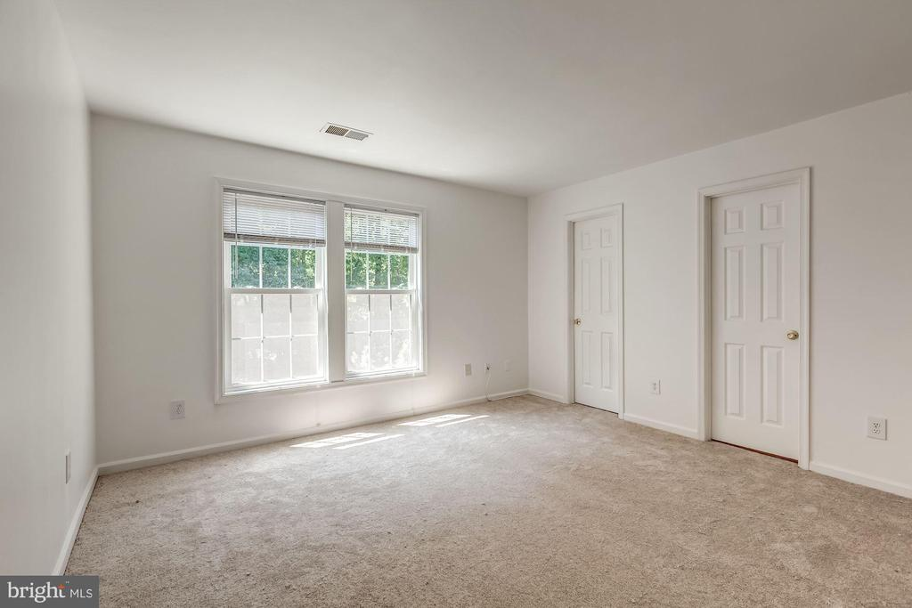 Large Room with Master Bath - 3892 MOHR OAK CT, FAIRFAX