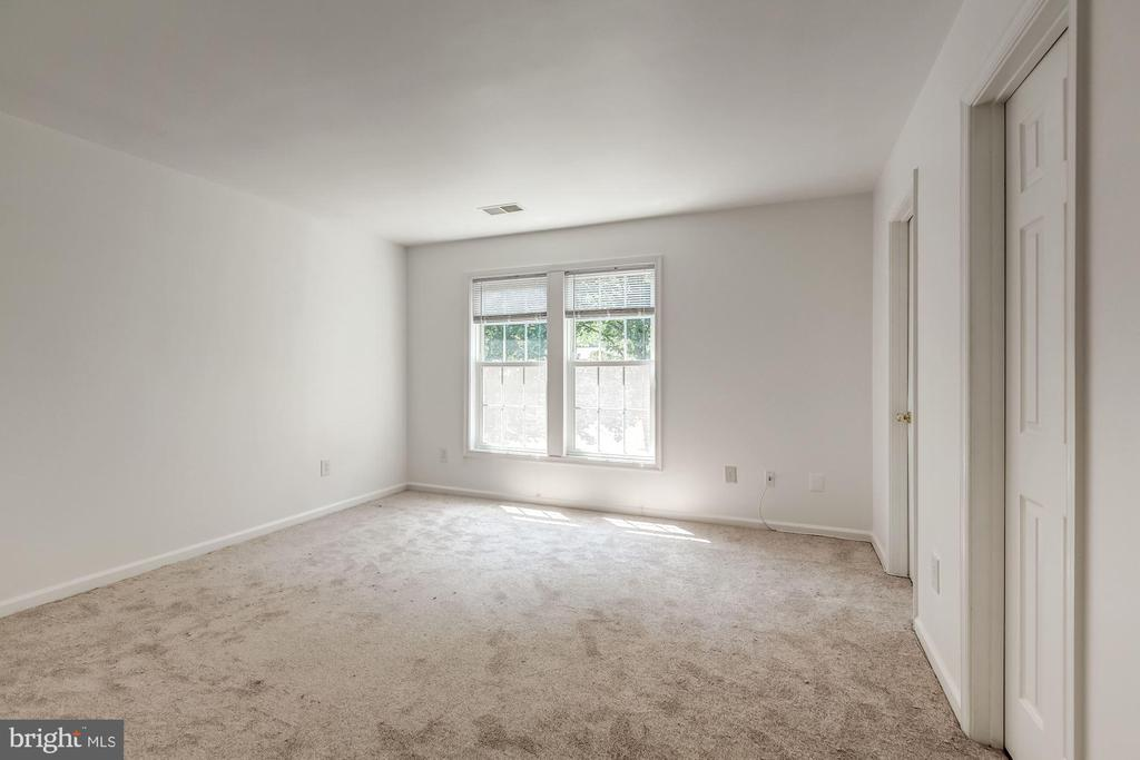 One of Two Master Bedrooms - 3892 MOHR OAK CT, FAIRFAX