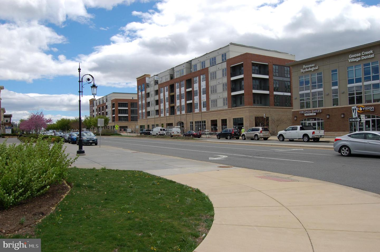 Single Family Homes vì Thuê tại Ashburn, Virginia 20147 Hoa Kỳ