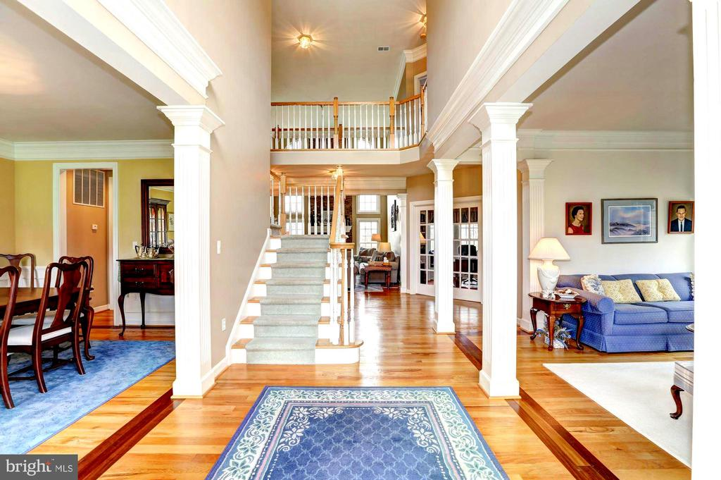 Soaring ceilings - open design - 22910 PEACH TREE RD, CLARKSBURG