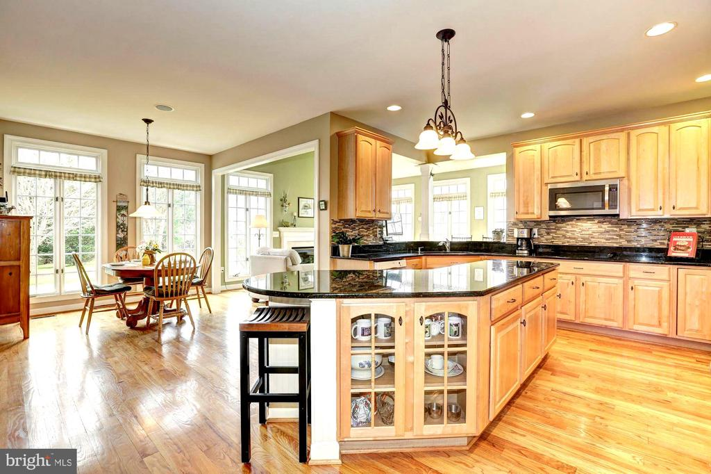Gourmet Kitchen with extra large island - 22910 PEACH TREE RD, CLARKSBURG
