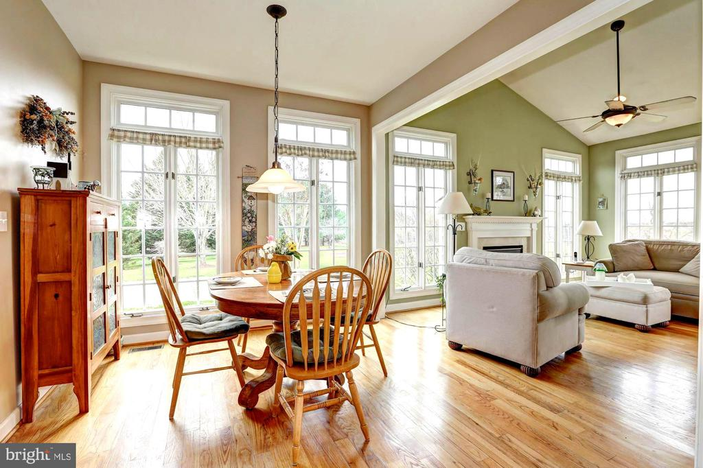 Breakfast table area and Sun kissed Morning Room - 22910 PEACH TREE RD, CLARKSBURG