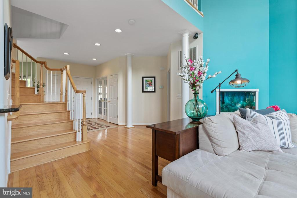 View of the entry foyer from the living room - 20193 BROAD RUN DR, STERLING