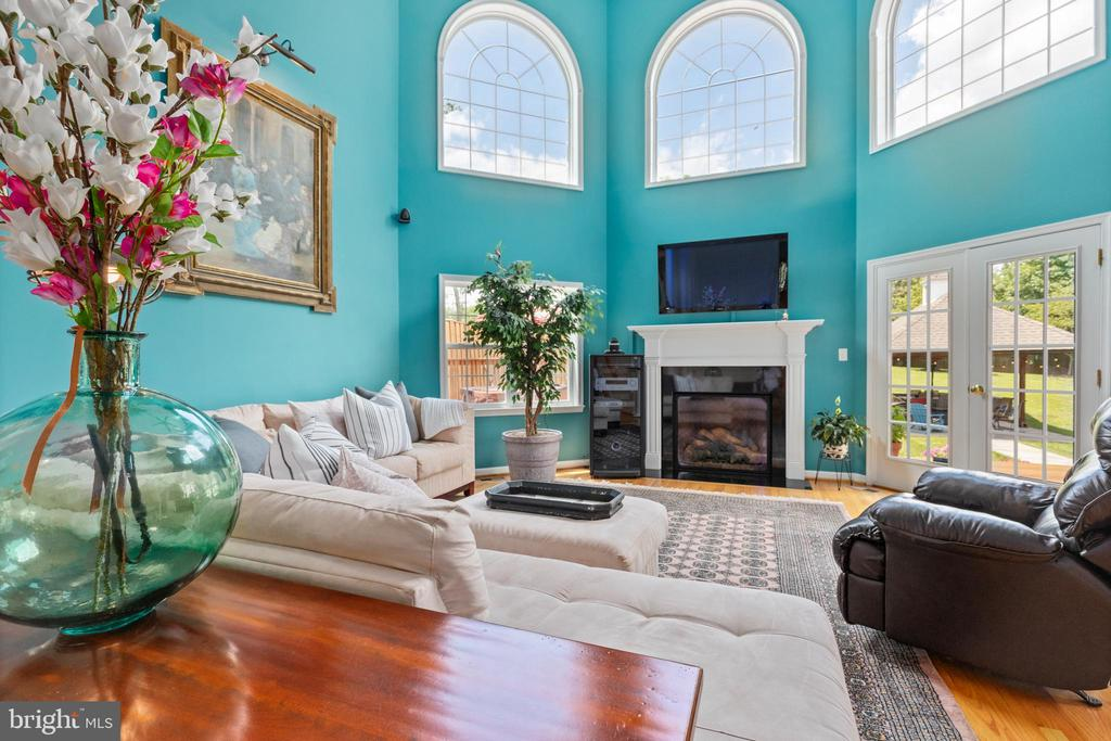 Main level living room - 20193 BROAD RUN DR, STERLING