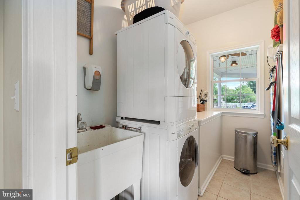 Laundry room with cabinet storage - 20193 BROAD RUN DR, STERLING