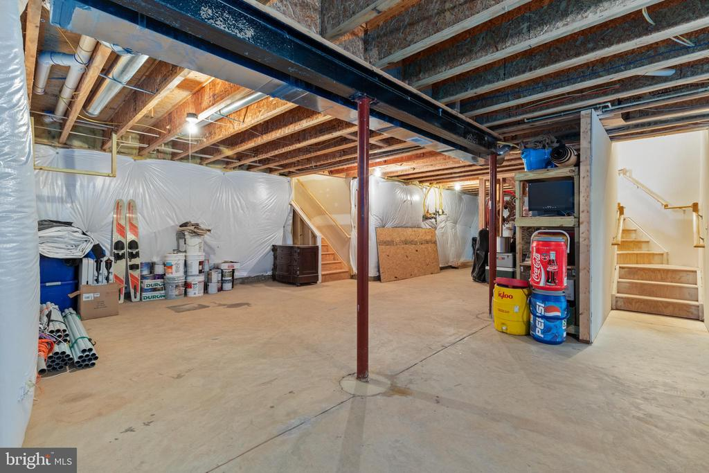 Walk up stairs to Garage! - 20193 BROAD RUN DR, STERLING