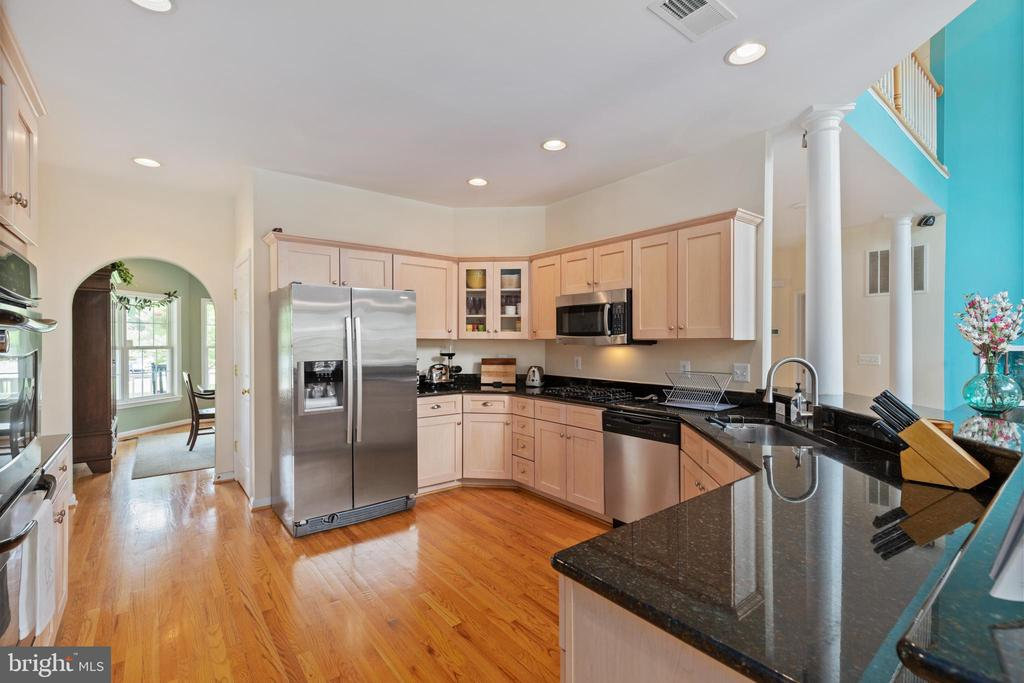 Kitchen view arched doorway to dining room - 20193 BROAD RUN DR, STERLING