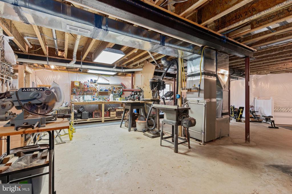 Basement workshop area - 20193 BROAD RUN DR, STERLING